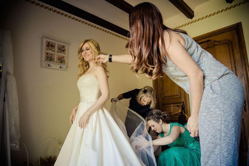 la-novia-comienza-a-vestirse