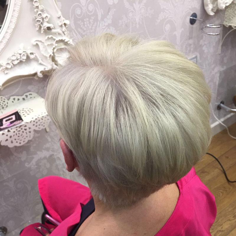 cambio de look pixie rubio platino zaragoza eva pellejero peluqueria