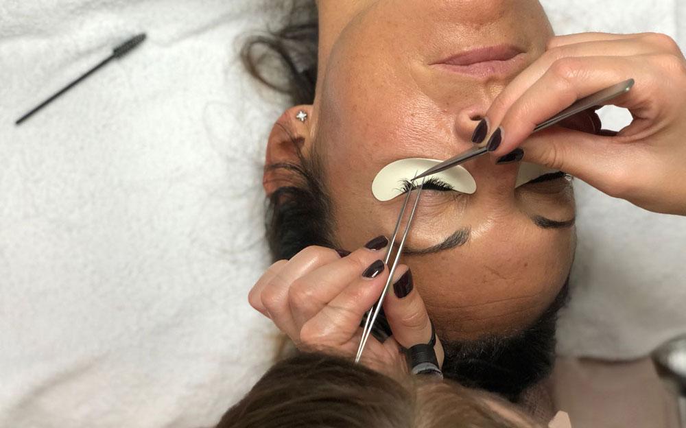 extensiones de pestañas pelo a pelo en eva pellejero estetica zaragoza