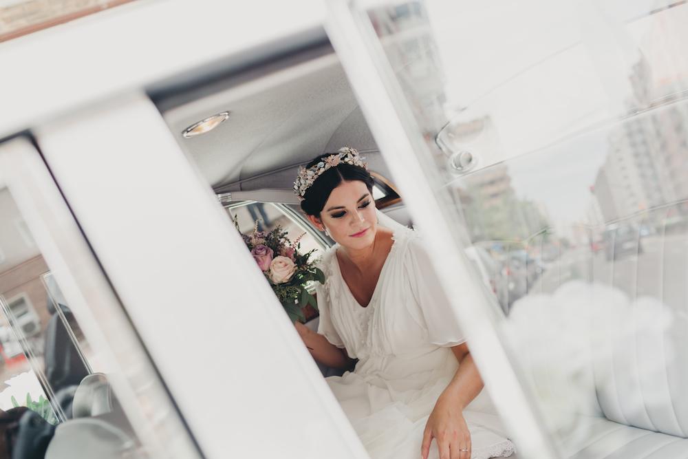maquillaje de novia con ojos marcados trenza corona
