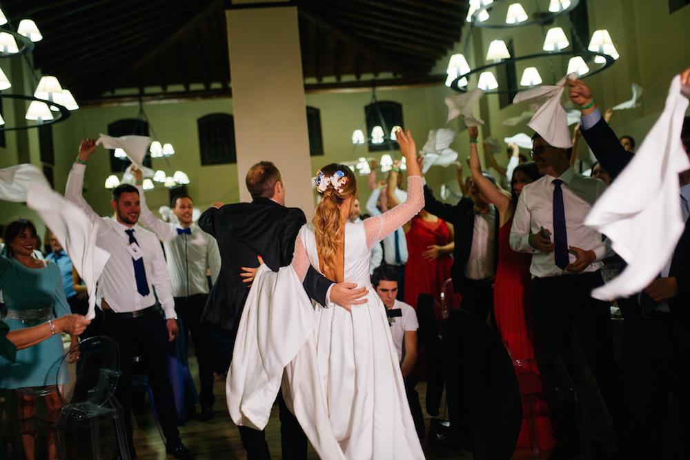 coleta de novia con tocado eva pellejero1