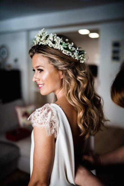 boda en san sebastian novia pelo suelto corona paniculata