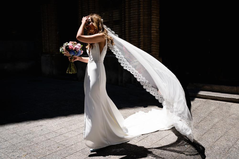 pelo suelto y tocado elegante peluqueria novias eva pellejero