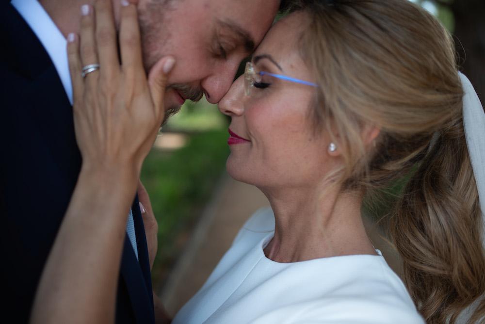 peluqueria maquillaje novia con gafas eva pellejero